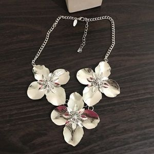 NWOT New York & Company Silver floral neck…